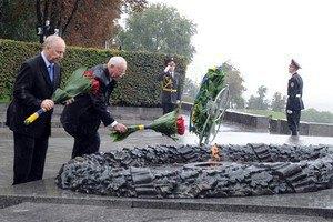 Азаров анонсировал открытие в Киеве памятников двум советским военачальникам