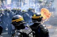Первомайская демонстрация в Париже обернулась беспорядками