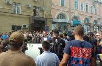 Заместителя Кернеса бросили в мусорный бак возле мэрии Харькова