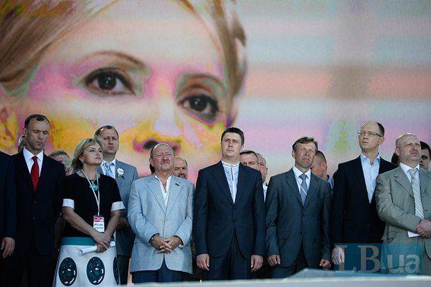 Турчинов пытался убедить делегатов форума, что Тимошенко следит за происходящим