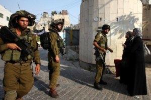 Израильские военные арестовали группу палестинцев