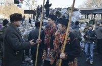На Грушевського гуцули грали на трембітах