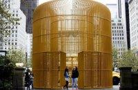 Арт-дайджест: Павленський у Парижі, Київська бієнале і золота клітка Ай Вейвея