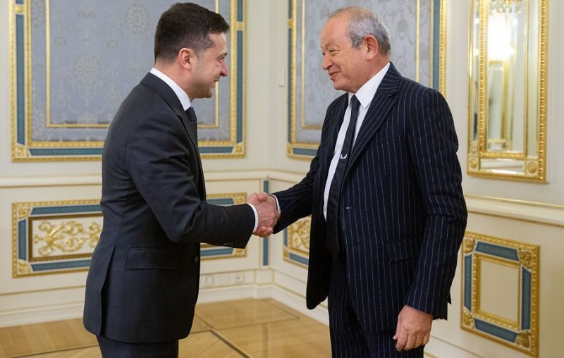 Владимир Зеленский и исполнительный председатель компании Orascom Investment Holding Нагиб Онси Савирис