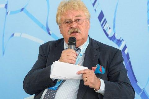 Порошенко нагородив орденом євродепутата Брока