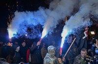 Националисты Коханивского забросали камнями и пиротехникой офис Ахметова и Альфа-банка