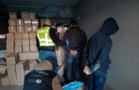 В Киеве вооруженные люди, представившись сотрудниками СБУ, отобрали у бизнесменов 100 тыс. медицинских масок