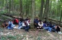На границе со Словакией со стрельбой задержали 24-х нелегалов из Азии