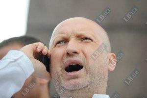 ОМОН сносит палатки оппозиции на Крещатике и разрешает устанавливать бело-голубые, - Турчинов