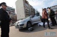 В Киеве на глазах у полиции неизвестные напали на журналиста и разбили камеру