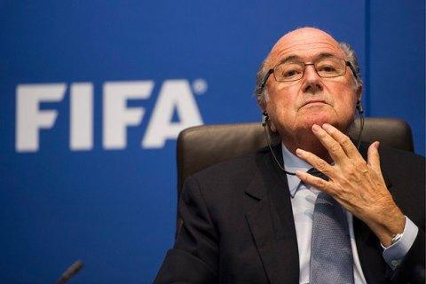 Экс-президента ФИФА Блаттера обвинили в сексуальных домогательствах