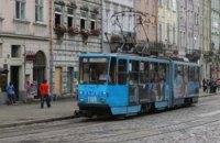 Во Львове коммунальщики отсудили 20 тыс. гривен у водителей, которые мешали движению трамваев