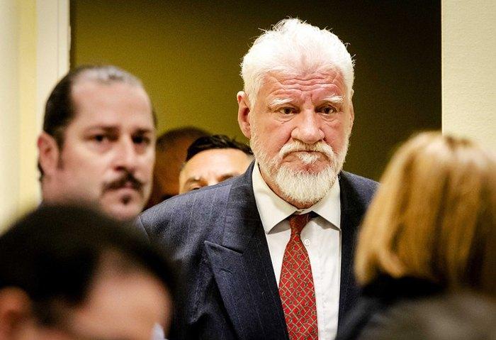 Хорватський генерал Слободан Пральяк на засіданні Міжнародного трибуналу в Гаазі. 29 листопада 2017 року Пральяк наклав на себе руки, випивши отруту під час засідання; раніше лідера боснійських хорватів суд засудив до 20 років в'язниці за військові злочини.