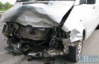 В Киеве водитель погиб, выехав на встречную полосу на Московском мосту