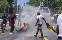 Швейцарська поліція застосувала газ і водомети на акції проти президента Камеруну в Женеві