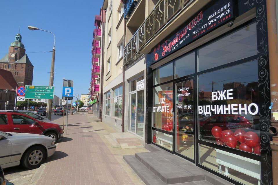 Родина Примєчаєвих переїхала з України в Гожув і відкрили магазин 'Україночка' в центрі міста.