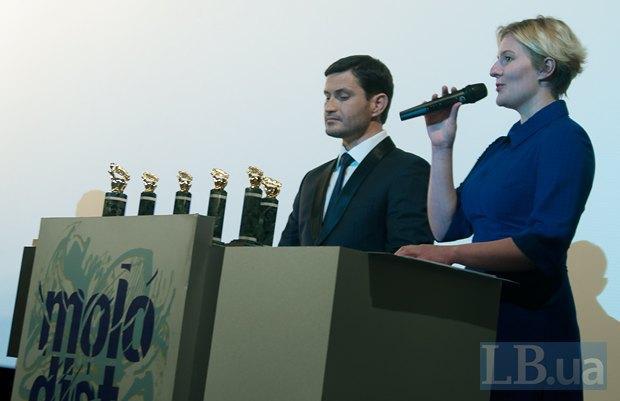 Ведущие церемонии закрытия - Ахтем Сейтаблаев и Екатерина Поправка