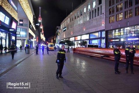 В результате нападения в центре Гааги ранены трое людей