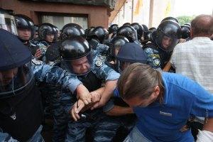 Прокуратура просить у журналістів записи протестів біля Українського дому