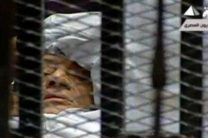 Мубарака доставили в суд на носилках