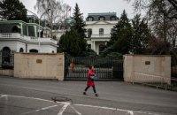 """Посольство России в Чехии """"переехало"""" с площади Немцова"""