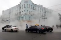 У центрі Києва через прорив теплотраси заблоковано рух транспорту