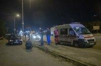 В Киеве на Окружной из машины выбросили мужчину с перерезанным горлом