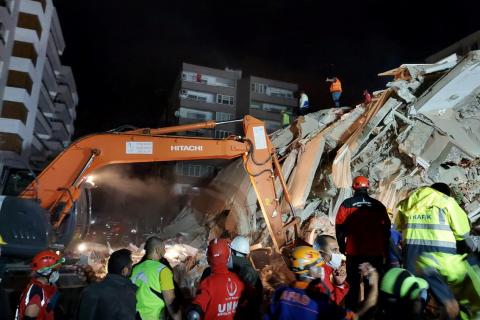 Сильное землетрясение унесло жизни 19 человек в Турции и Греции