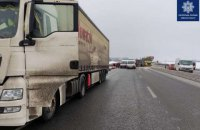 На чернігівській трасі недалеко від Києва сталася серйозна аварія з загиблими (оновлено)