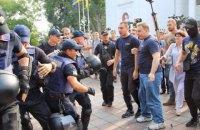 """Возле мэрии Одессы проходят столкновения из-за пожара в """"Виктории"""""""