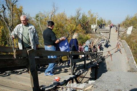 """Бойовики """"ЛНР"""" відійшли від моста в Станиці Луганській"""