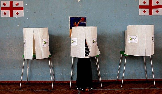Кабинки для голосования на избирательном участке