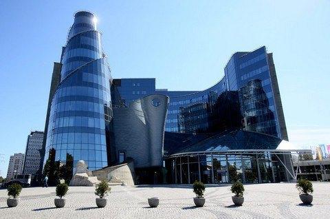 Директори польських громадських телеканалів пішли у відставку на знак протесту
