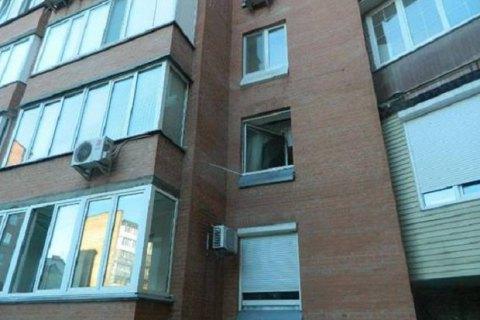 У Києві квартирний злодій вистрибнув із третього поверху, утікаючи від поліції