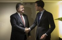 Порошенко в Давосе обсудил с премьером Нидерландов ратификацию СА