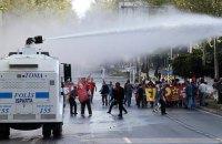 В Турции митинг против сирийских беженцев разогнали водометами