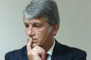 """Ющенко возле Украинского дома встретили криками """"ганьба"""""""