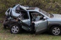 Під Києвом позашляховик протаранив два автомобілі і влетів у заправку
