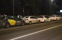 У Києві водійка Audi на світлофорі зіштовхнула між собою Uklon, Uber і Bolt