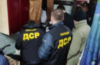 В Сумской области осужденные выманили у людей 300 тыс. гривен прямо из СИЗО