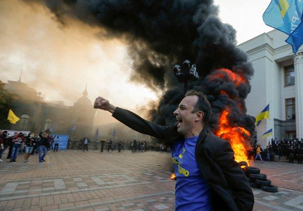 Глава люстрационного комитета Егор Соболев радуется бурному развитию событий на митинге в поддержку люстрационного законодательства