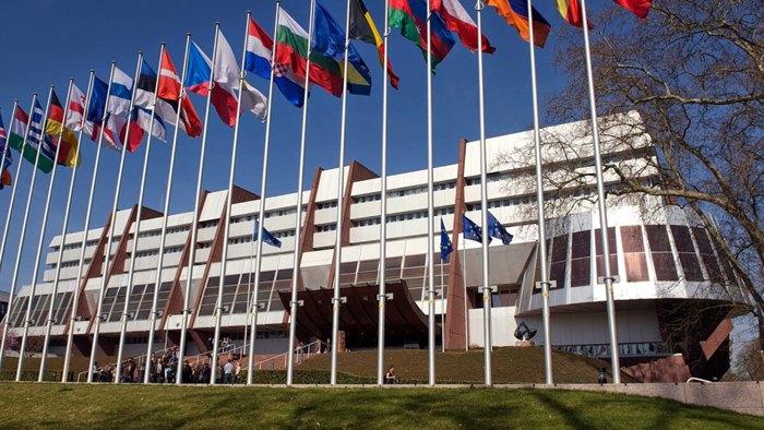 Прапори країн, які підписали Конвенцію Ради Європи по боротьбі з контрафактними медичними засобами