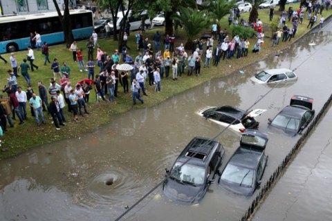 У Стамбулі злива затопила дороги і метро