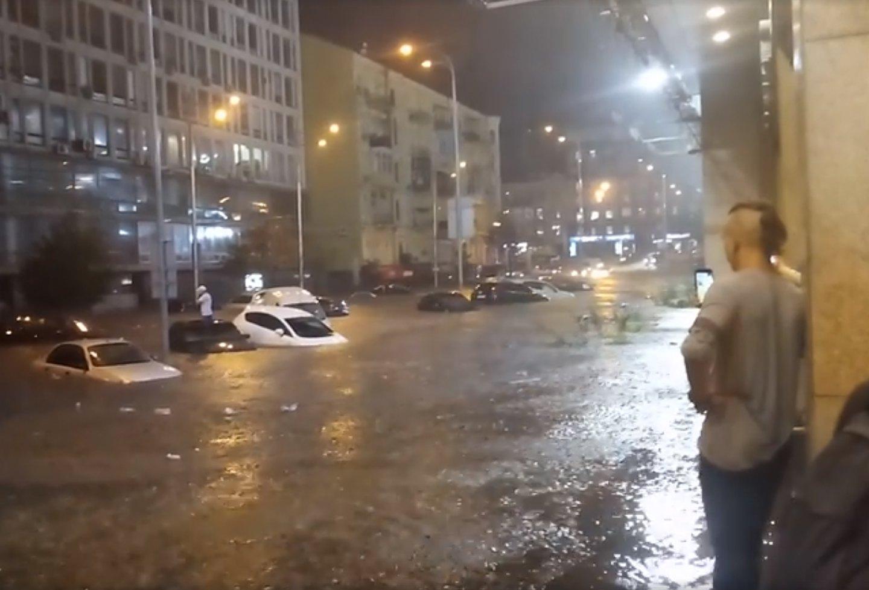 Потоп возле киевского ТРЦ Гулливер 19 августа