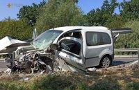 У Хмельницькій області легковик влетів у відбійник, загинула пасажирка