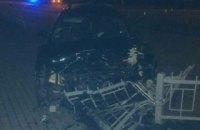 В Ровно после тройного ДТП автомобиль врезался в остановку, две женщины получили травмы