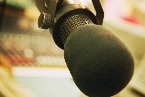 """Нацрада позбавила ліцензії радіо """"Прямий FM"""" у шести містах"""