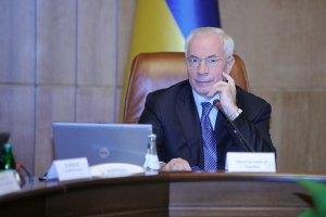 """Азаров надеется на """"птицу удачи"""" в переговорах с Россией по газу"""