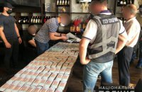 В Киеве во время получения 1 млн гривень взятки задержан организатор схемы хищения зерна из Госрезерва