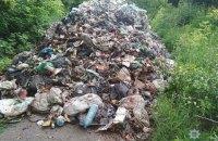 Полиция задержала водителя, который выгрузил 12 тонн мусора из Львова в Черниговской области